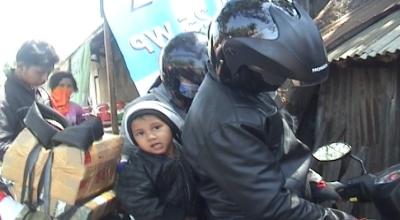 Misbah dan rombongan saat diba di Demak (Dok: Sindo TV/Taufik Budi)