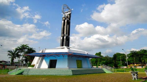 Tugu Khatulistiwa, ikon pariwisata Kota Pontianak (Foto: alambudaya)