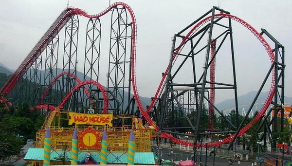 Eejanaika Roller Coaster (Foto: theparkview)