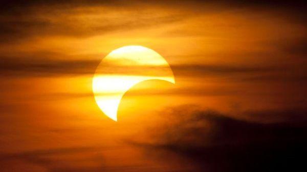 Gerhana Matahari Total (Foto: Daily Telegraph)