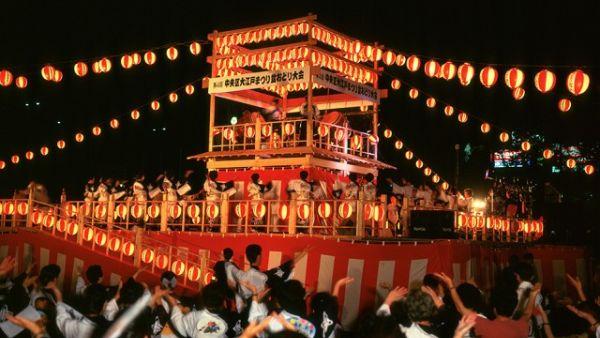 Bon Odori, salah satu ritual Festival Obon (Foto: tx.english-ch)
