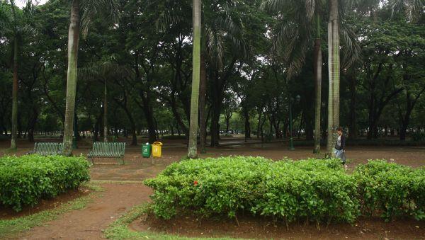 Taman di sekitar Monas yang sering jadi lokasi pacaran (Foto: Mutya/Okezone)