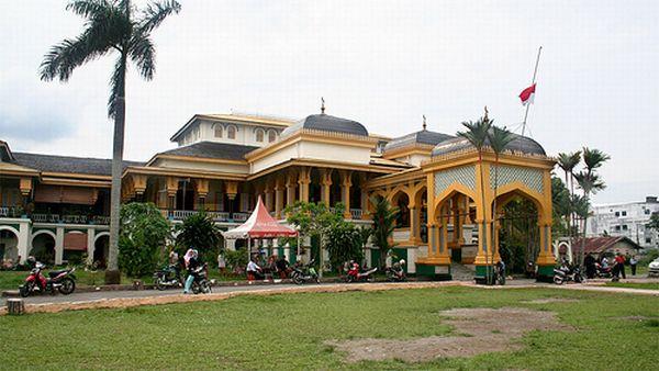 Istana Maimoon, Medan (Foto: fanpop)