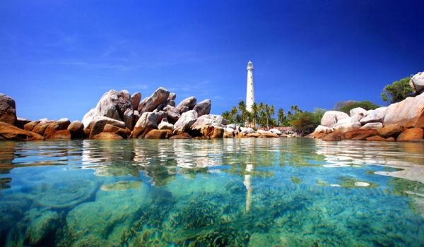 Pulau Lengkuas (Foto: transtiket)
