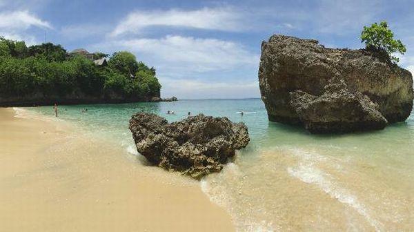 Pantai Padang-Padang, Bali (Foto: TripAdvisor)