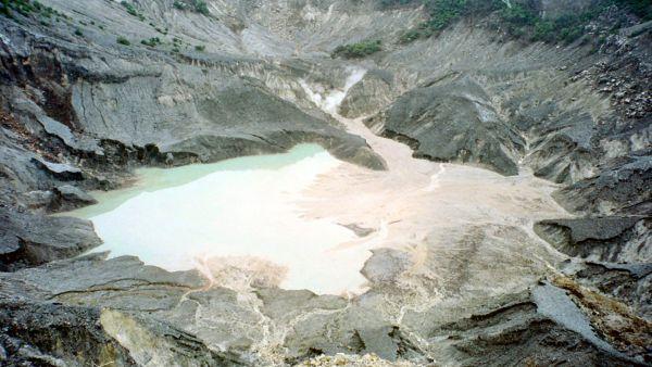 Tangkuban Parahu, Jawa Barat (Foto: bandungtourism)