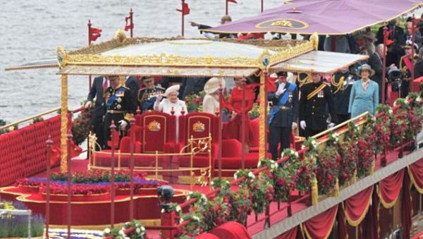 Kapal Ratu Elizabeth pada Diamond Jubilee tahun lalu (Foto: dailymail)