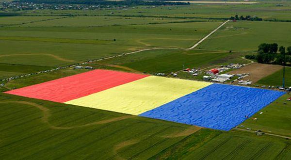 Bendera Romania Terbesar di Dunia (Foto: AP)