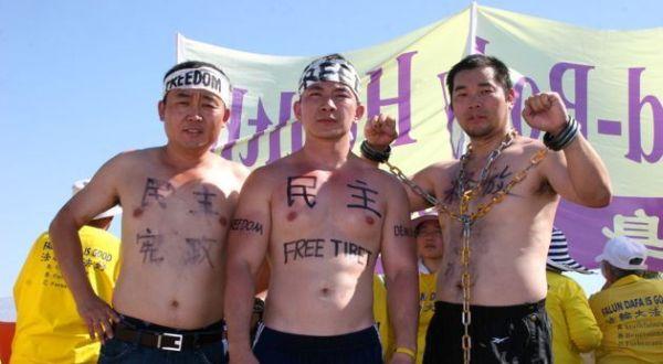 Aktivis Tibet dalam Demosntrasi (Foto: Yahoo)