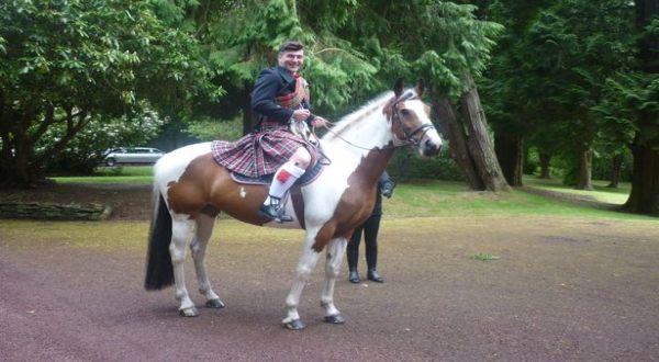 Naik Kuda ke Pesta Perpisahan Sekolah