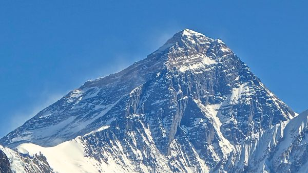 Puncak Everest (Foto: wikipedia)