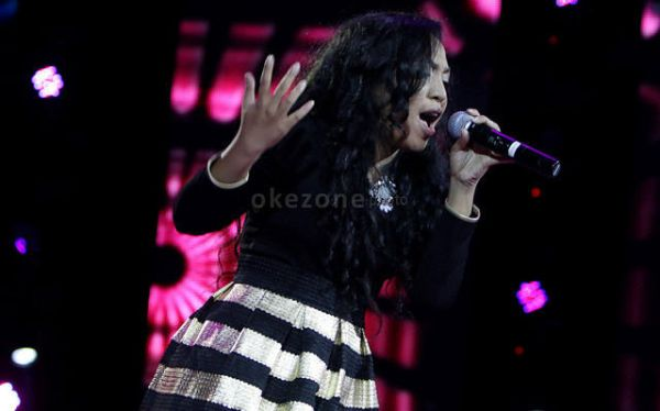Yunita Nursetia tampil di panggung Spektakuler Show Indonesian Idol 2014 (Foto: Arif/Okezone)