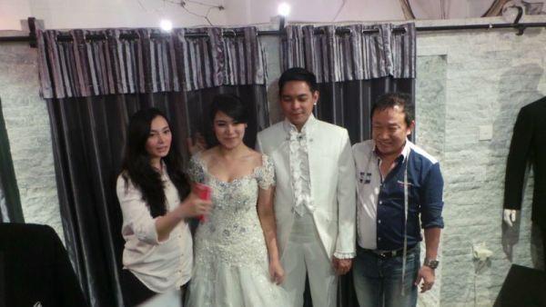 Asmirandah menjadi perancang busana pengantin adik Jonas Rivanno dan Donnie 'Ada Band'