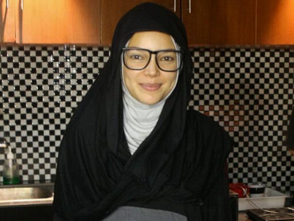 Memilih hijab berwarna netral