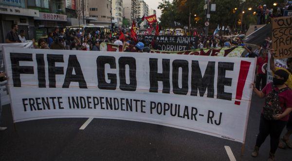 Protes anti-Piala Dunia (Foto: Reuters)