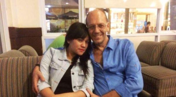 Yunita Lestari mantan istri Daus dengan kekasihnya, Steve, yang ternyata suami seorang wanita bernama Ovie