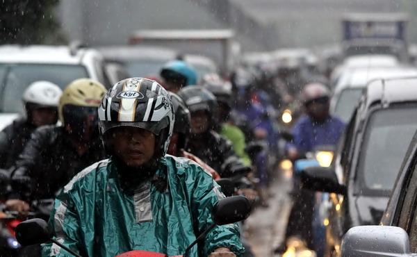 Hujan Deras, Jakarta Dikepung Macet