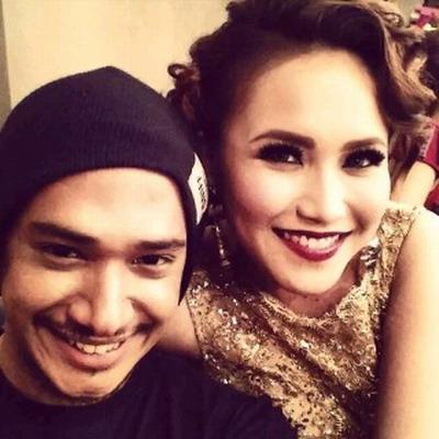 Foto mesra Ayu Ting Ting-Husein Indonesian Idol
