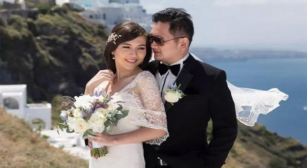 Olivia Jensen Diam-diam telah menikah pada bulan Mei di Santorini, Yunani