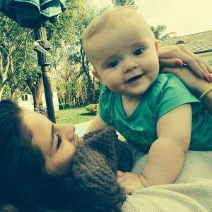Selena Gomez berubah karena bayi ini (Foto: Hollywoodlife)