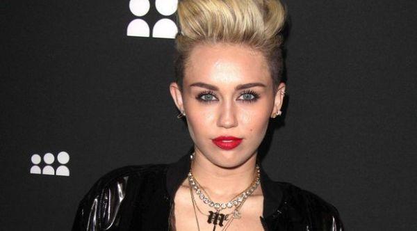 Miley Cyrus dikabarkan meninggal (Foto: Digitalspy)