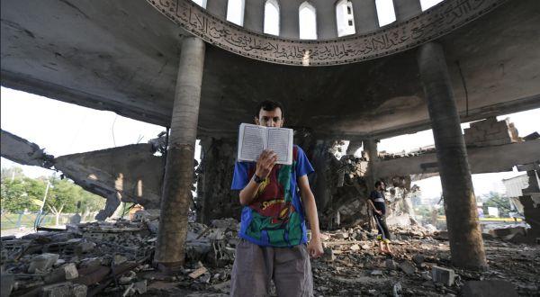 Masjid di Gaza yang diserang Israel (Foto: AP)