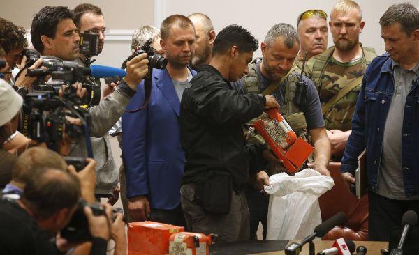 Kotak Hitam ke-2 dari MH17 mulai diperiksa (Foto: Reuters)
