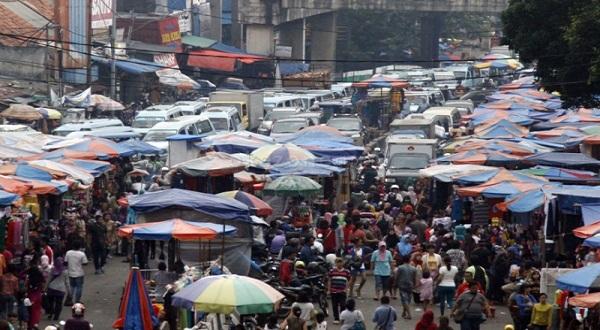 Pasar Tumpah, Jalan IR H Juanda Kota Bekasi Macet Total