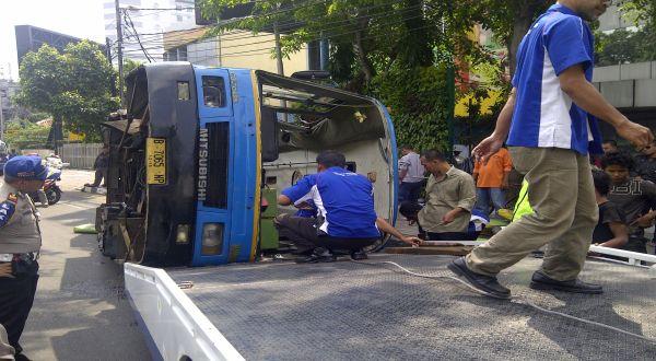 Sopir Kopami Jaya Kabur Usai Ditabrak Bus Transjakarta di Gunung Sahari
