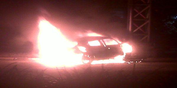 Mobil Pikap Terbakar di Tol Jagorawi