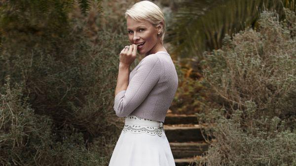 Dibuatkan Petisi, Pamela Anderson Batal Cerai