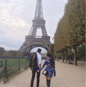 Syahrini Mesra dengan Pria Misterius di Paris
