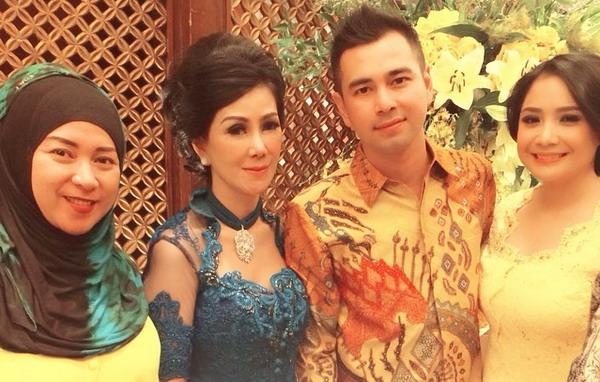 Melly Goeslaw & BBB Pakai Seragam Bareng di Pernikahan Raffi