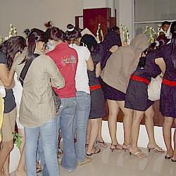 pijat plus di Jakarta memutar otak, agar usaha mereka tetap berjalan