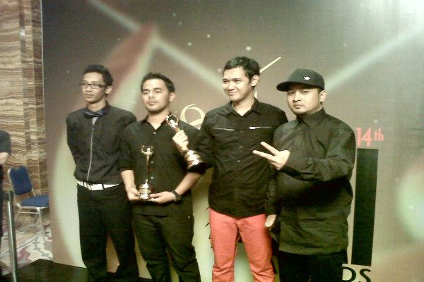 Bondan & Fade2Black di AMI Awards 2011 (Foto: Maria Cicilia Galuh/Okezone)