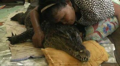 """""""ANEH"""", Perempuan Sulawesi Tidur dengan Buaya Selama 3 Tahun"""