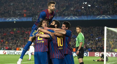 Pemain Barca merayakan gol Messi (Foto: Getty Images)