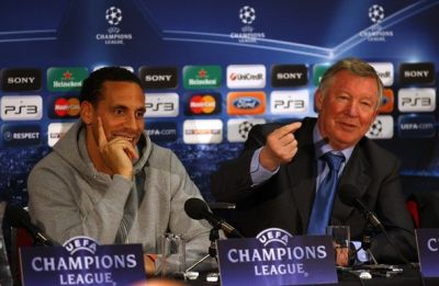 Rio Ferdinand bersama Alex Ferguson. (Foto: Getty Images)