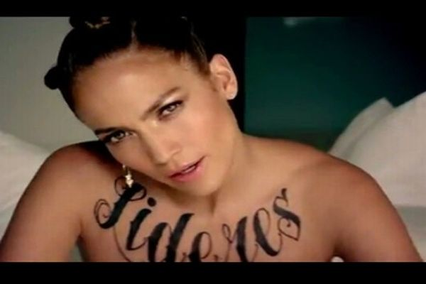 Jennifer Lopez di video klip Follow the Leader
