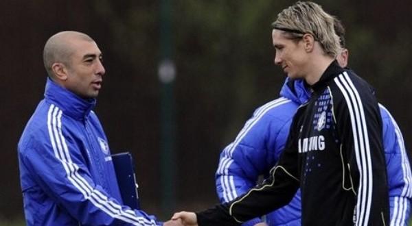 Fernando Torres Sanz (kanan) minta perhatian lebih dari Roberto Di Matteo (Foto: Daylife)