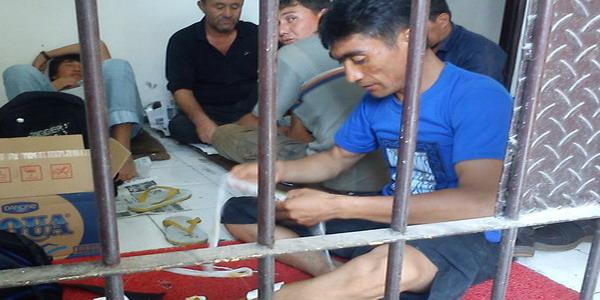 Ilustrasi imigran di ruang tahanan (foto: Okezone)