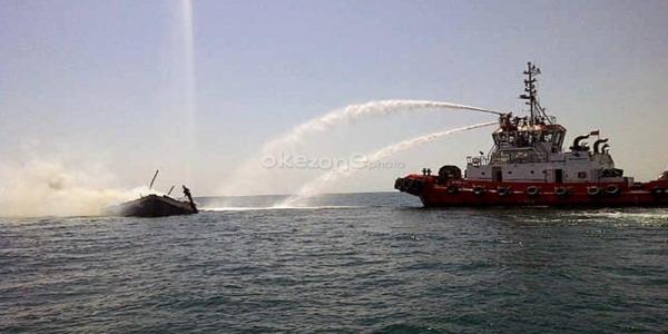 Kapal terbakar di laut Jawa (foto: Okezone)