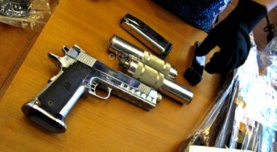 Ilustrasi, gelar barang bukti senjata api (foto: Heru H/okezone)