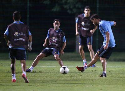 Pemain Spanyol berlatih. (Foto: Reuters)