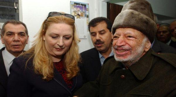 Yasser Arafat bersama Istrinya, Suha (Foto: Reuters)