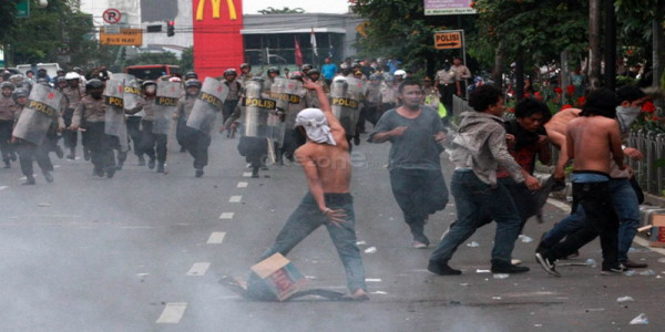 Ilustrasi bentrokan (foto: Okezone)