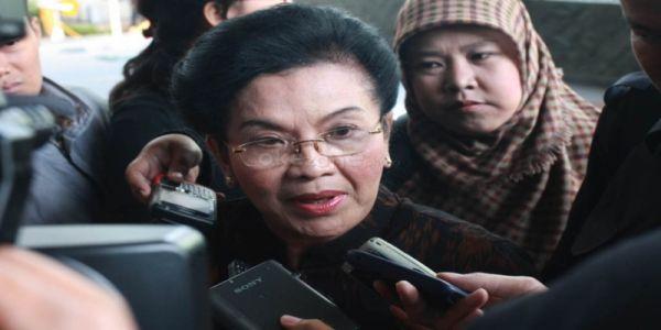 Siti Fadilah Supari saat diperiksa KPK (Foto: Heru H/okezone)