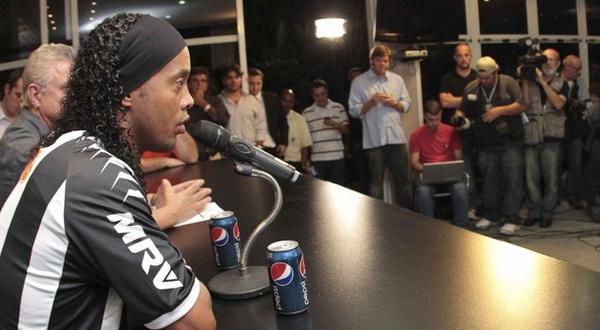 Kisah Konyol Ronaldinho Kehilangan Sponsor