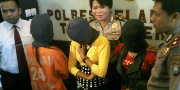 Pelaku dan korban penjualan wanita di Surabaya (Foto: Nurul/okezone)