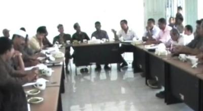 Suasana rapat klarifikasi di DPRD Sumba Timur (Dok: Sindo TV/Dion Umbu Ana Lodu)